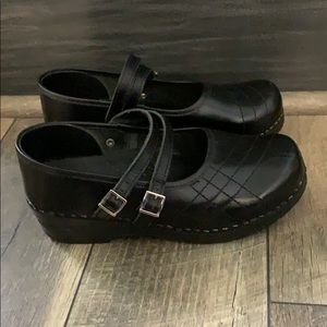 Authentic Sanita Leather Mary Jane clogs sz 6.5